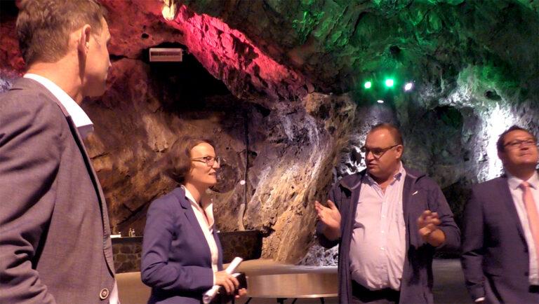 Ministerin fühlte sich bei Höhlenmenschen wohl