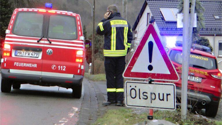 Feuerwehr beseitigte auf mehreren Straßen Ölfilm