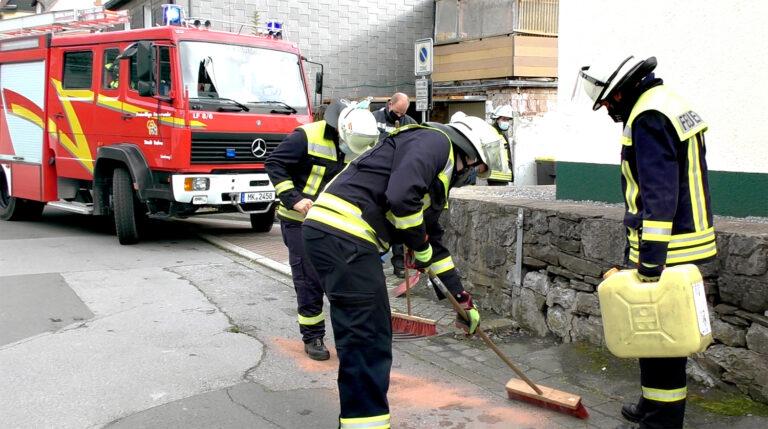 Ölflecken in Garbecker Straße beseitigt
