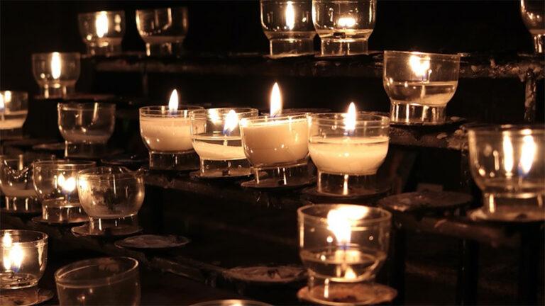 Ein Licht für 2021 auf dem Kirchplatz