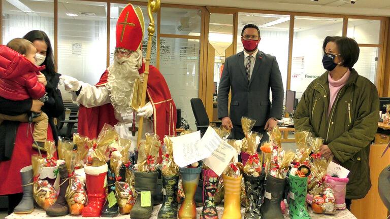 Nikolaus füllte mehr als 80 Kinderstiefel